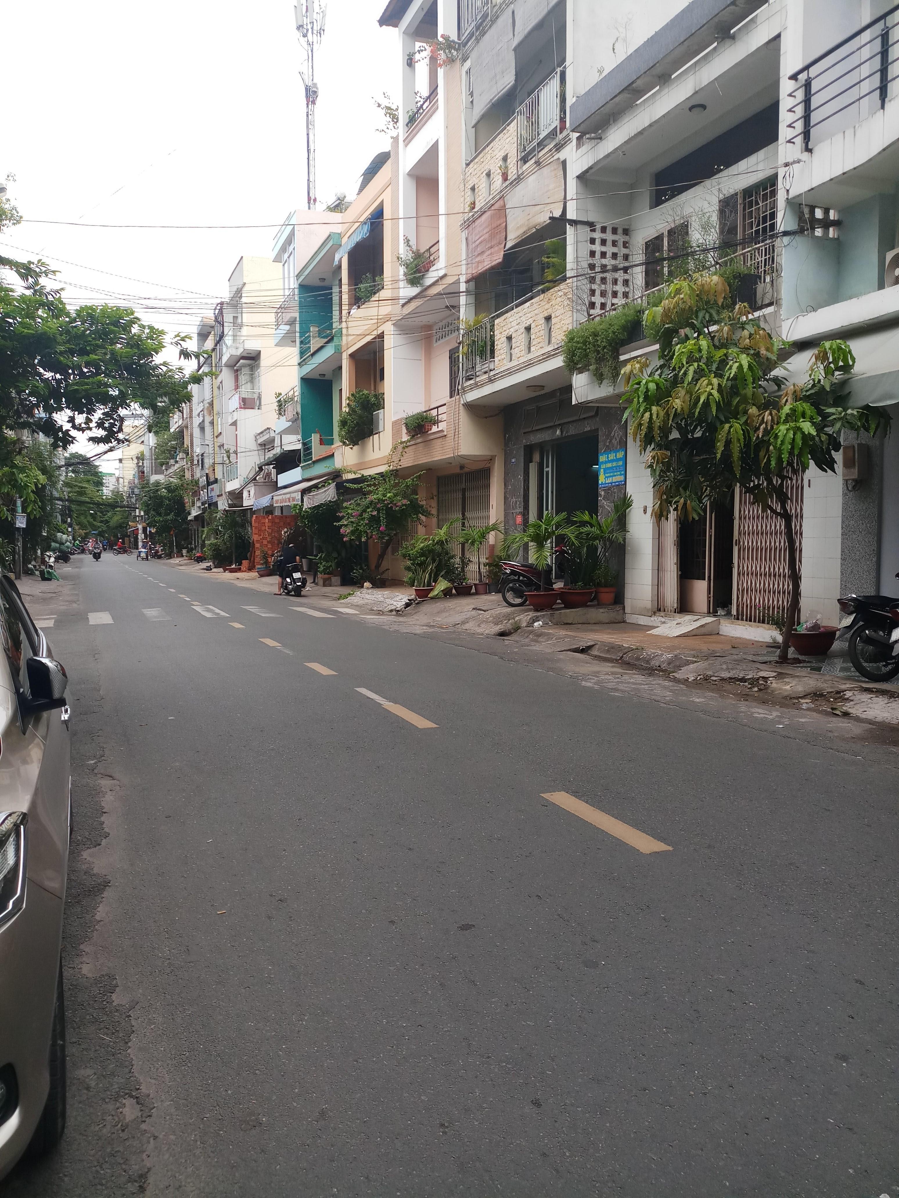 Bán biệt thự Trương Công Định, P.14, Tân Bình; 8x12m, 3 lầu mới, giá 14 tỷ