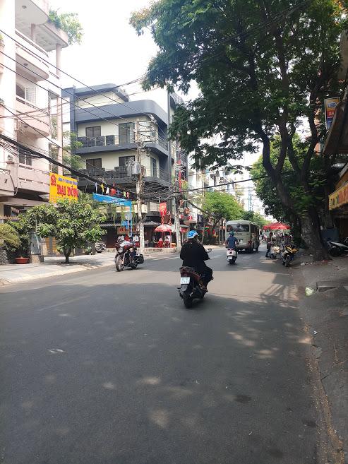 Bán nhà mặt tiền Nguyễn Hồng Đào, P.14, Tân Bình; 4,5 x 15m, 4 lầu, đối diện chợ Bàu Cát